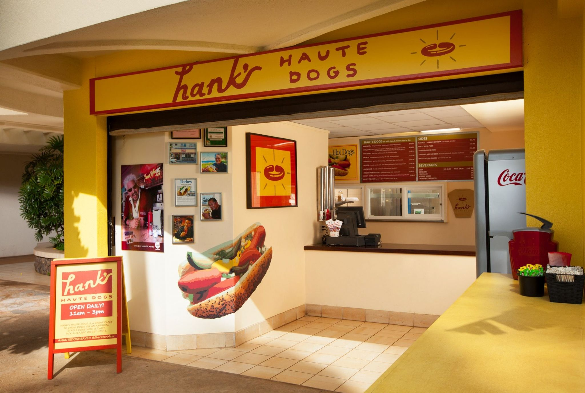Dining in Maui - Hank's Haute Dogs